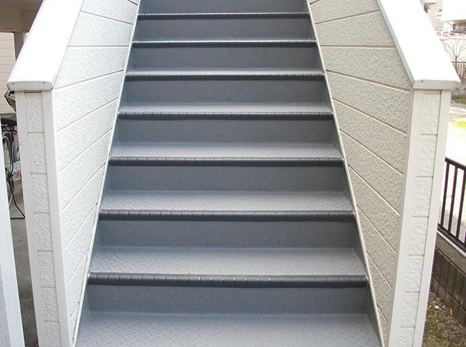 埼玉県春日部市アパートの外階段長尺シート工事の施工事例