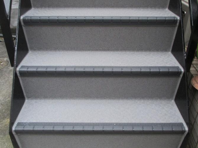 戸建て住宅の外階段の長尺シート張り替え工事