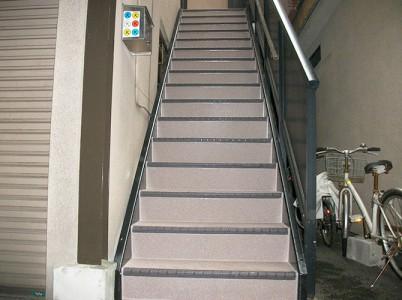 東京都品川区戸建住宅の外階段の長尺シート工事の施工事例