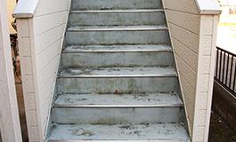 アパート共用階段の長尺シート工事の施工前
