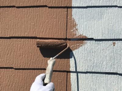 足立区2階建住宅の屋根塗装の中塗り