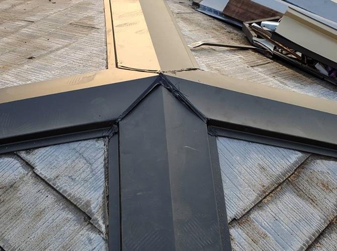 東京都荒川区戸建住宅の屋根棟板金交換工事の施工事例