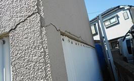 外壁のクラックからの雨漏りの危険性